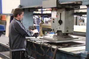 CNC gestuurde stansmachine
